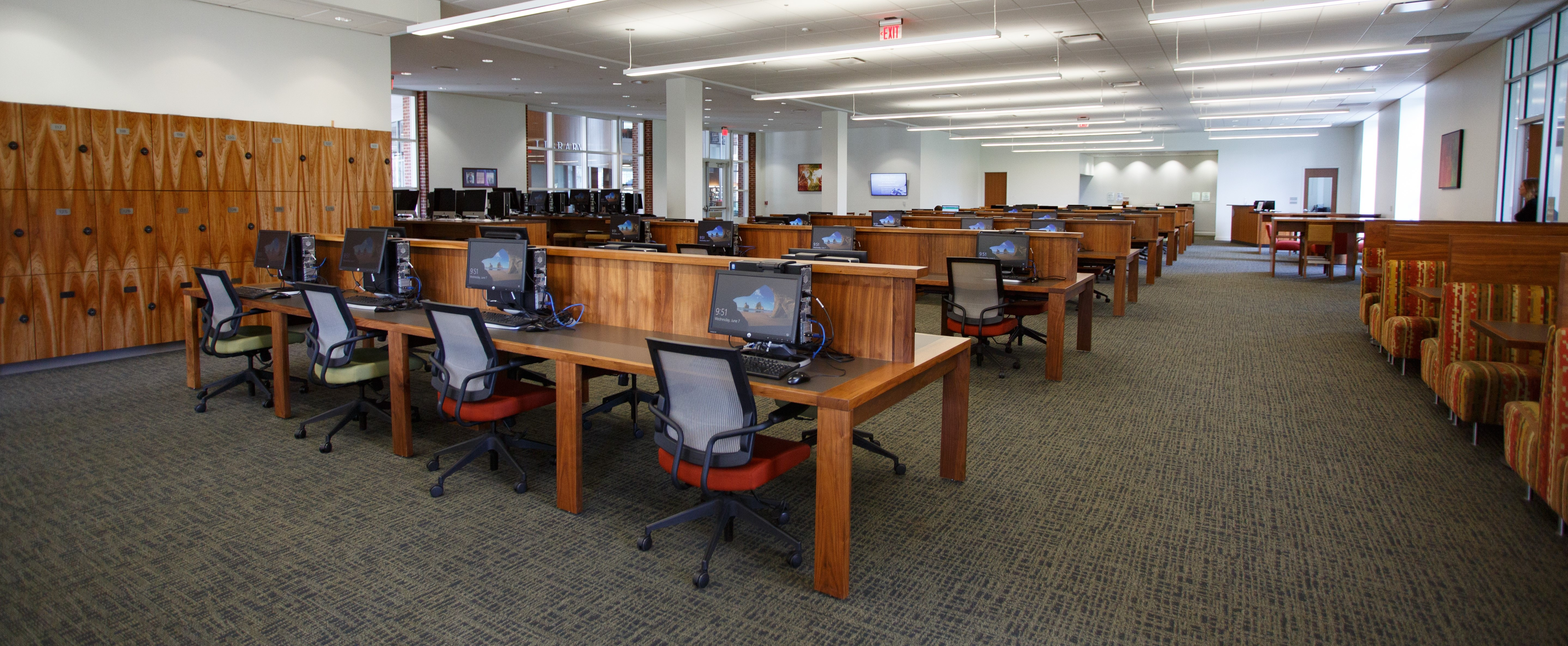 The Dodak Technology Commons in the Jerry Falwell Library