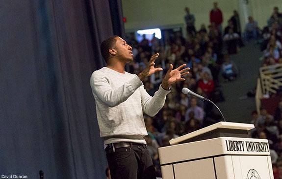 Hip-hop artist Lecrae calls students to engage, redeem