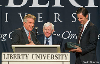 President Jerry Falwell receives the 2014 Pilgrim Award for Workplace Evangelism.
