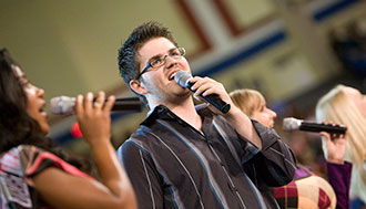 Jordan Grizzard sings with Sounds of Liberty in a 2009 Convocation.