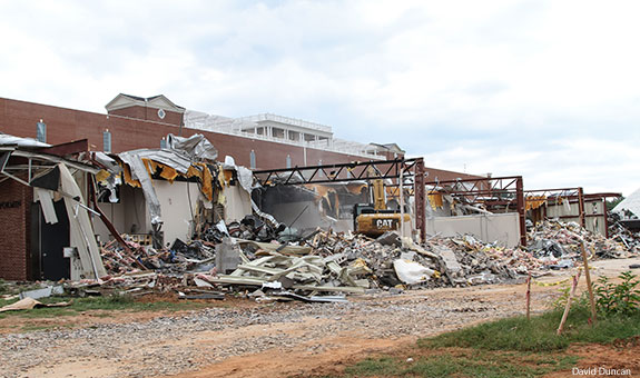 Demolition Of Science : Demolition begins on old performing arts and science