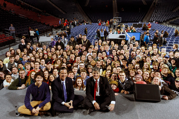 John Luke Robertson, President Jerry Falwell, and Sean Hannity pose with a group of Liberty students.