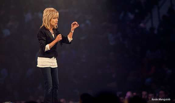 Beth moore calls students to center their lives on jesus liberty beth moore speaks at liberty university convocation voltagebd Choice Image