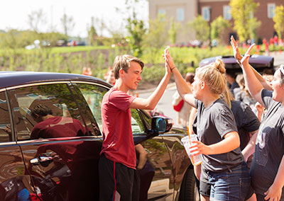 New students are greeted warmly as they arrive on Liberty's campus. (Photo by Kaitlyn Becker Johnson)