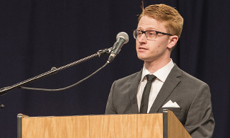 LUCOM student-doctor speaks during annual cadaver ceremony.