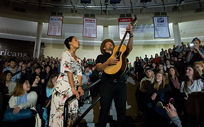 Amanda Sudano and Abner Ramirez, AKA Johnnyswim, shared their music with Liberty University students on Friday. (Photo by Leah Seavers)