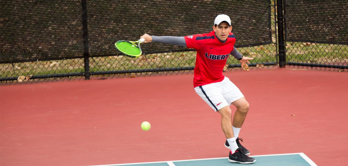 Castano won his singles match on Friday at UC Irvine, his fourth consecutive singles victory.