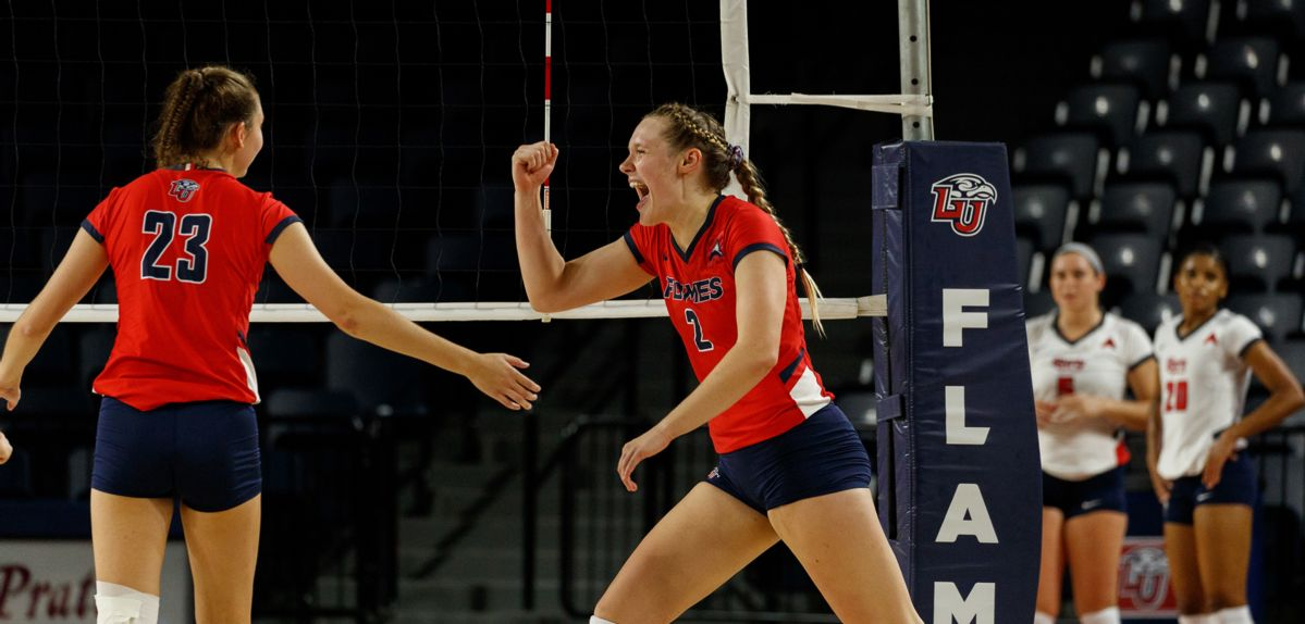 Anna Gragg recorded eight kills, two aces and three blocks in a 3-0 sweep of Houston Baptist on Friday.