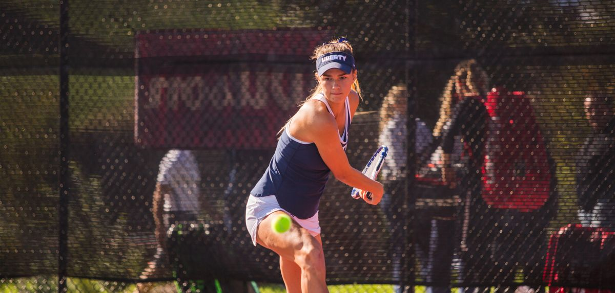 Bongart won both of her singles matches on Friday in Florida.