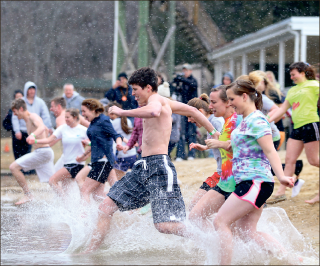 Flurries — Snow falls as participants race into Lake Hydaway. Photo credit: Ruth Bibby