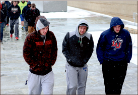 COLD — Students face unseasonably low winter temperatures. Photo credit: Courtney Russo