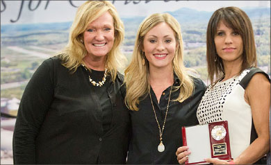 parent essay winner mom of the year suzanne stowe right was honored for her sacrifice and