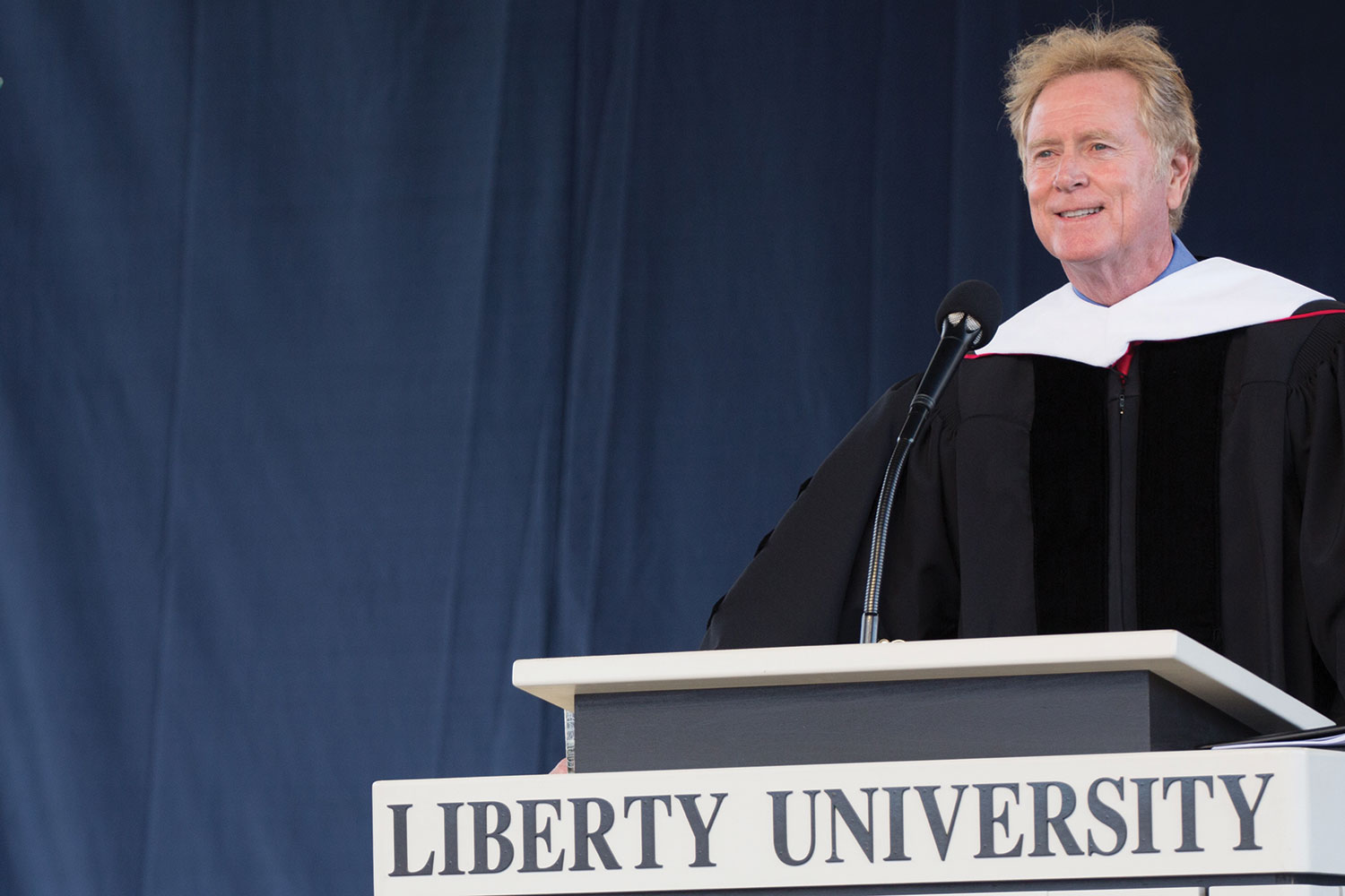 Hollywood screenwriter/director Randall Wallace surprised graduates at Liberty's 43rd Commencement.