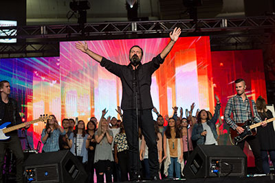 Third Day front man Mac Powell leads Liberty students in singing some of his popular worship hits with the Worship Collective providing the accompaniment.