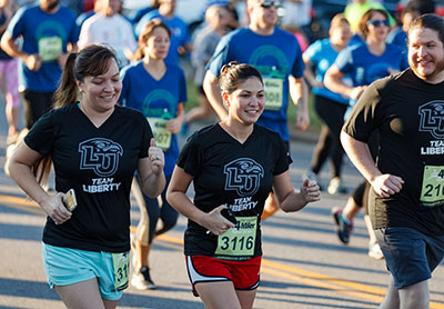 Team Liberty had the most runners and won five of six corporate divisions in last fall's Virginia 10 Miler. (Photo by Joel Coleman)