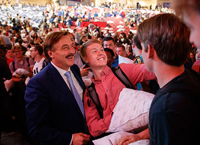 Mypillow Founder Mike Lindell Gifts Students With Pillows And Message Of God S Grace Liberty News