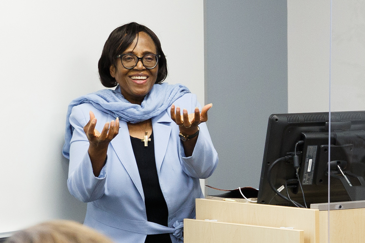 Law and government professor conducts workshop on integrating faith with academics