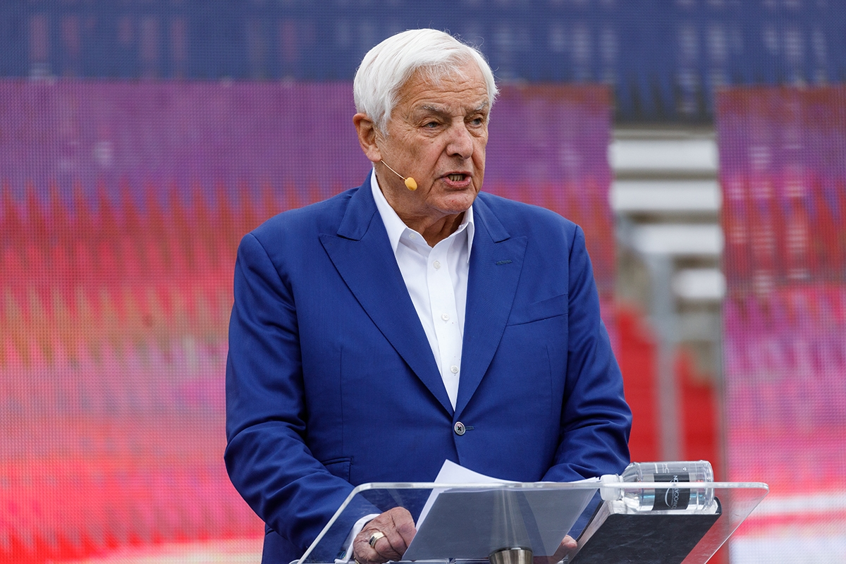 Dr. David Jeremiah delivers Convocation message on rejecting falsehoods, leading a journey of truth