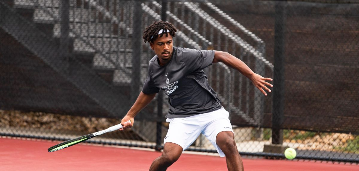 Thomas-Smith was victorious in one singles match, Saturday.