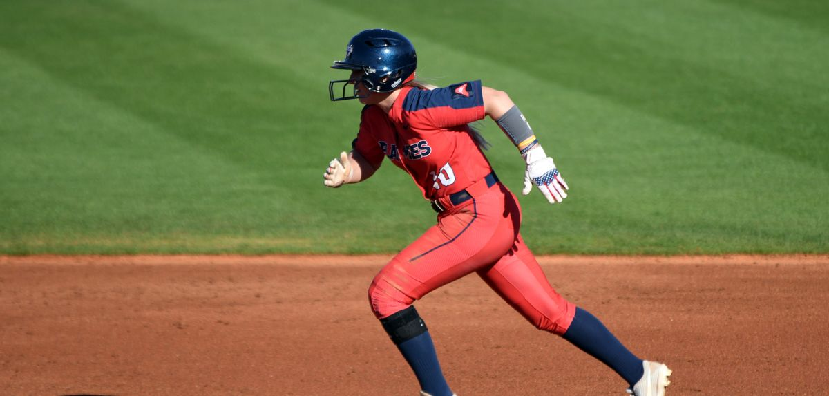 Kara Canetto went 1-for-3 against Texas.