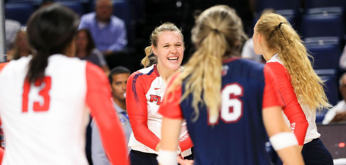 Anna Gragg posted 21 kills and six blocks against Northern Arizona on Saturday.
