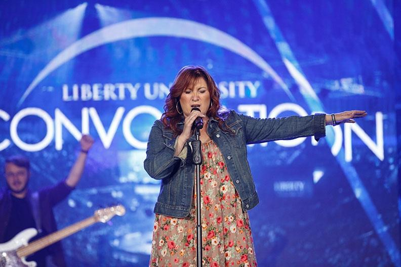 Country music artist Jo Dee Messina brings talent, spiritual wisdom to Convocation stage