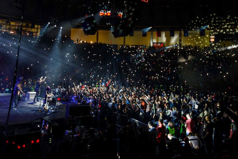 Liberty University Academic Calendar >> Thousands welcome in 2018 at 16th annual WinterFest ...