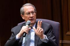 Longtime Congressman Bob Goodlatte spends day on campus, shares work experience with students
